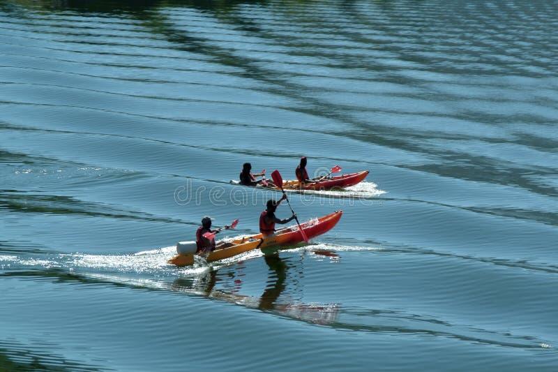 blått kayaking flodvatten arkivbild