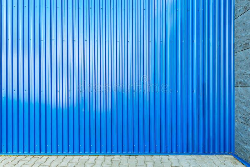 Download Blått Korrugerat Metallstaket Arkivfoto - Bild av golv, slutare: 76701846