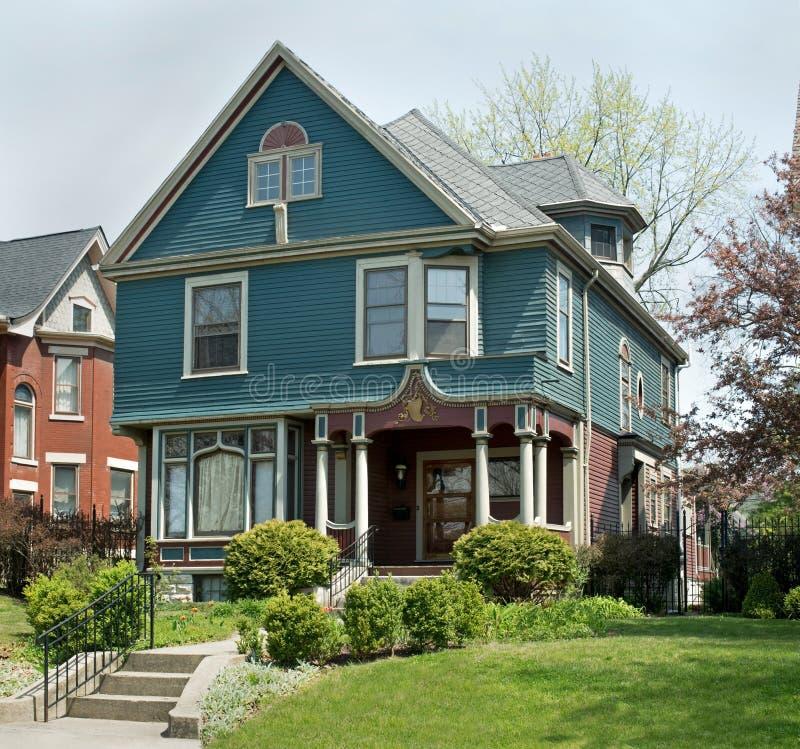 Blått & malvafärgat viktorianskt hem arkivbilder