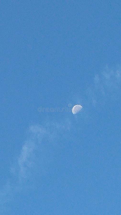 Blått och månen arkivfoton