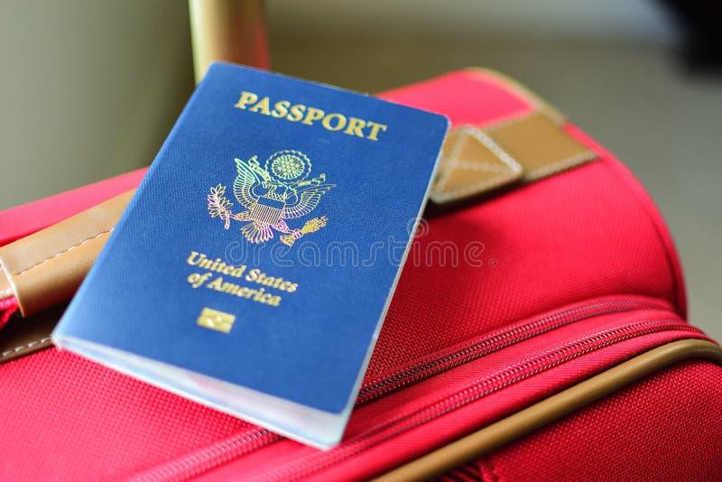 Blått pass för amerikan royaltyfria bilder