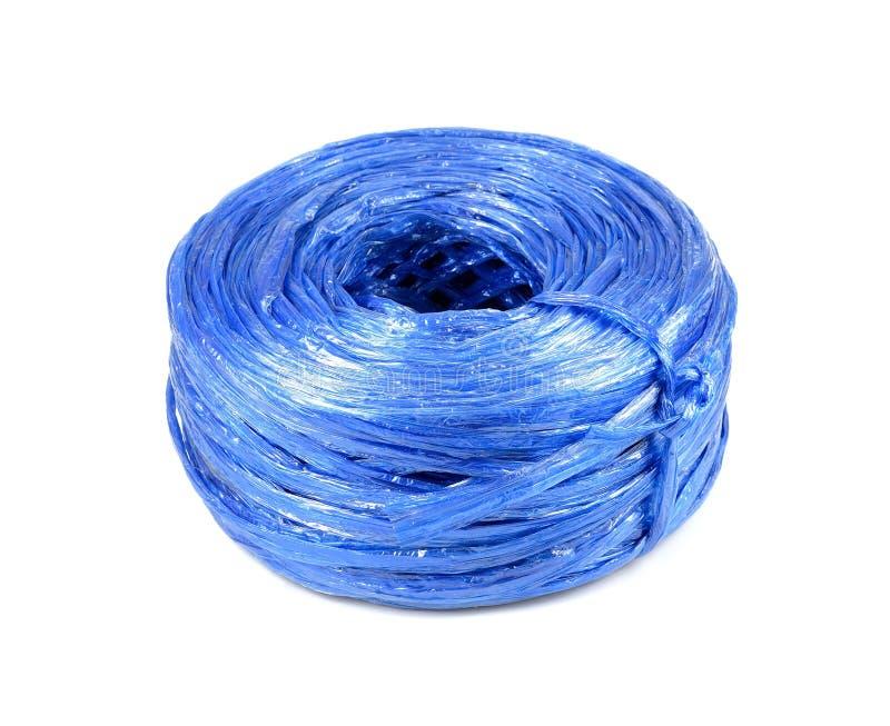 Blått plast- rep som isoleras på vit bakgrund Plast- rad är royaltyfria foton