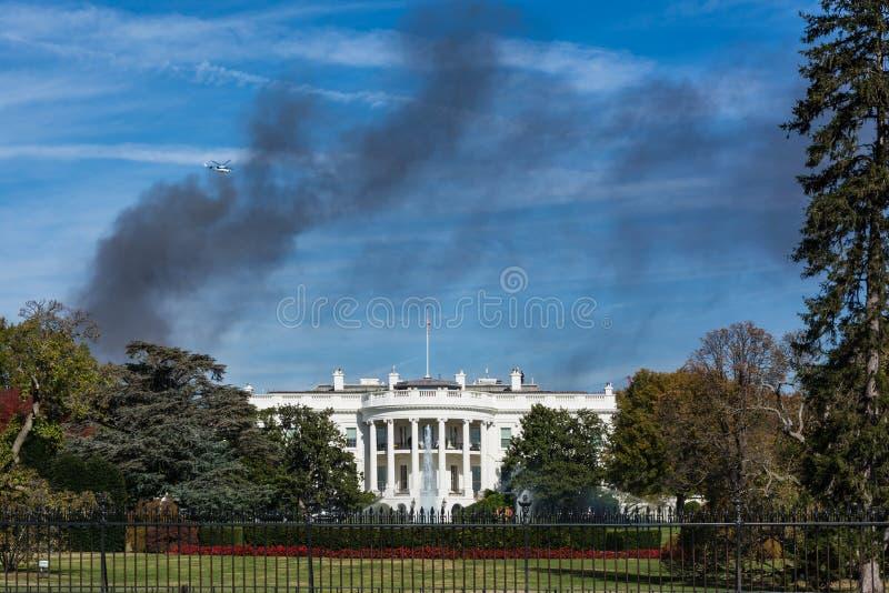Blått S för brand för hus för rök för svart för Washington DCVita Husetmonument royaltyfri bild