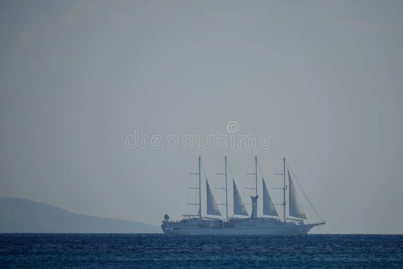 Blått spöklikt fartyg fotografering för bildbyråer