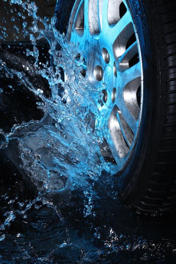 blått vattenhjul för bil s fotografering för bildbyråer