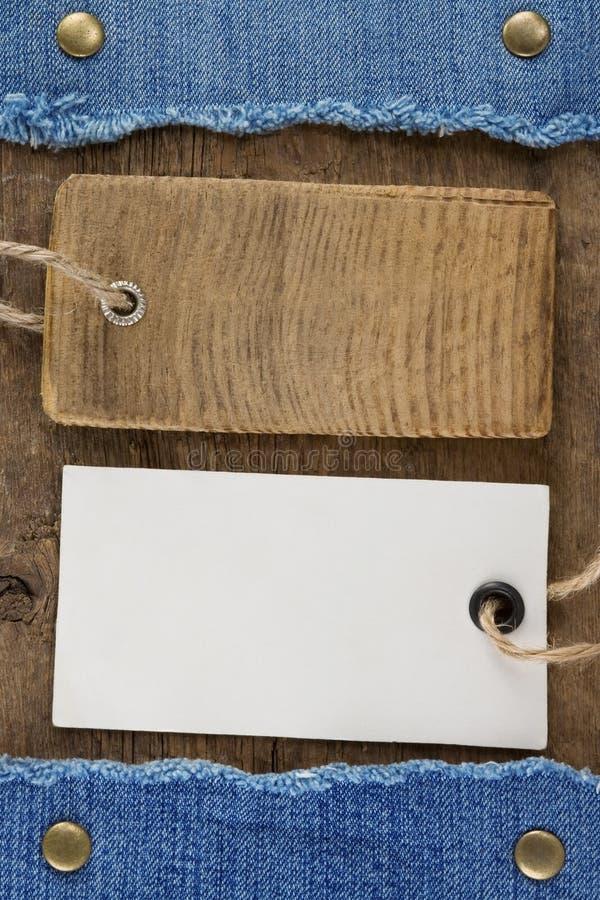 Blåttjean på wood bakgrund arkivbilder