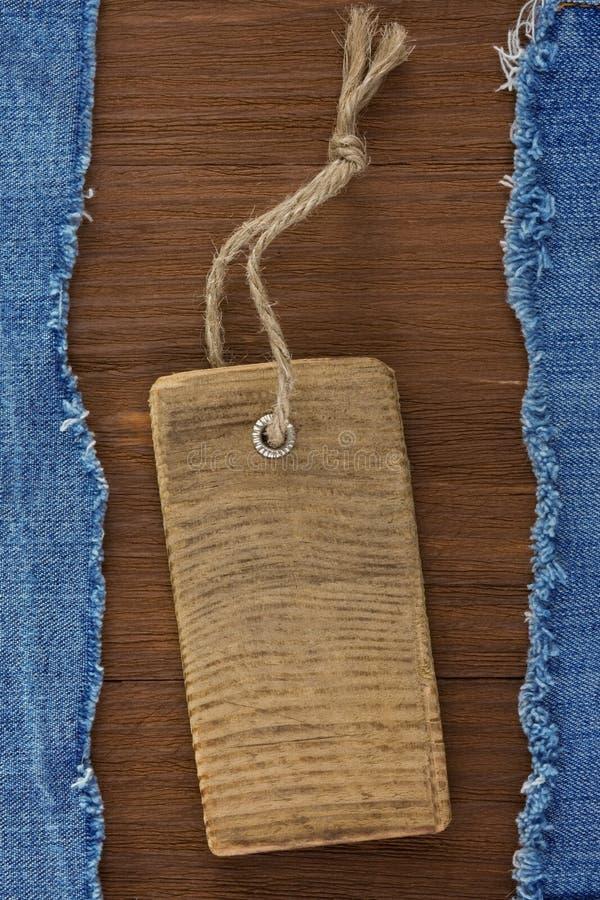 Blåttjean på wood bakgrund royaltyfri foto