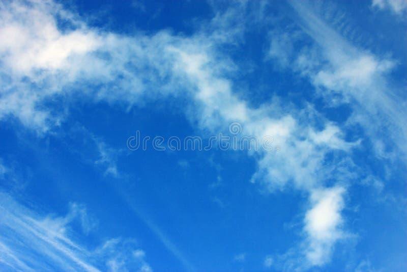 Blåttsky med moln royaltyfri foto