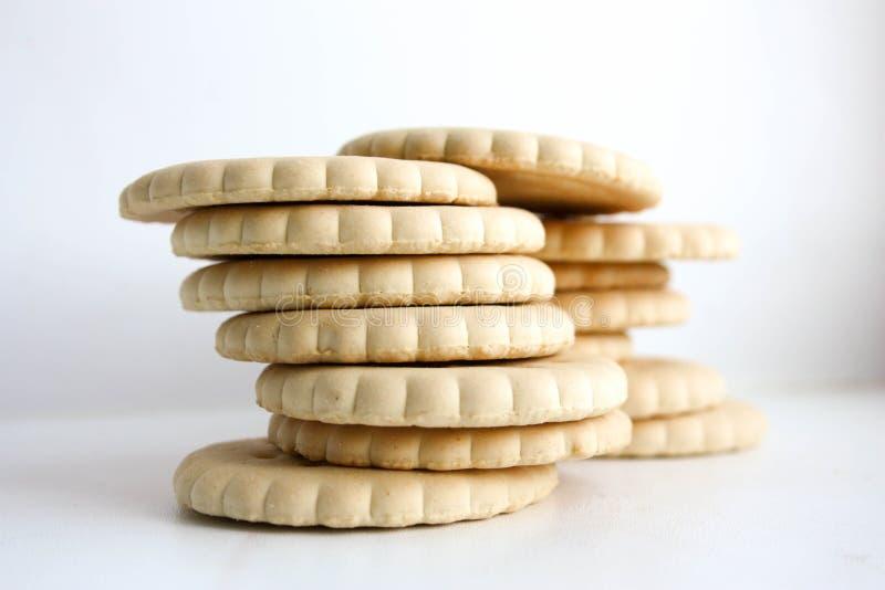 Blé rond de biscuits sur l'un l'autre biscuit photographie stock libre de droits