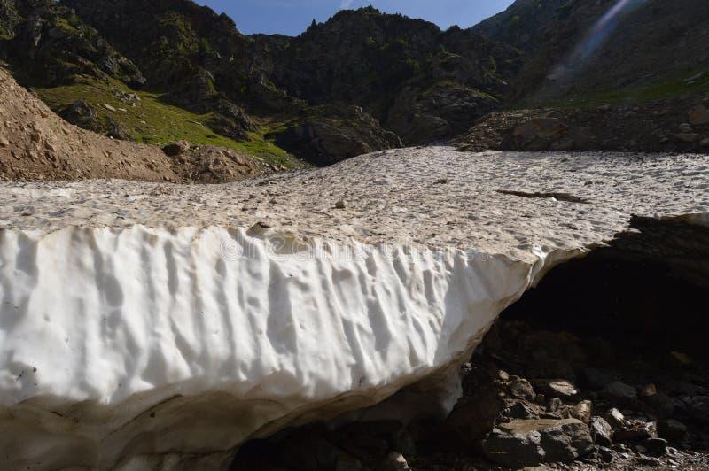 Blöcke des Schnees auf Bergen Pakistan lizenzfreie stockfotos