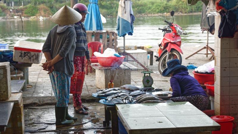 Blöta marknaden i Hoi An arkivbild