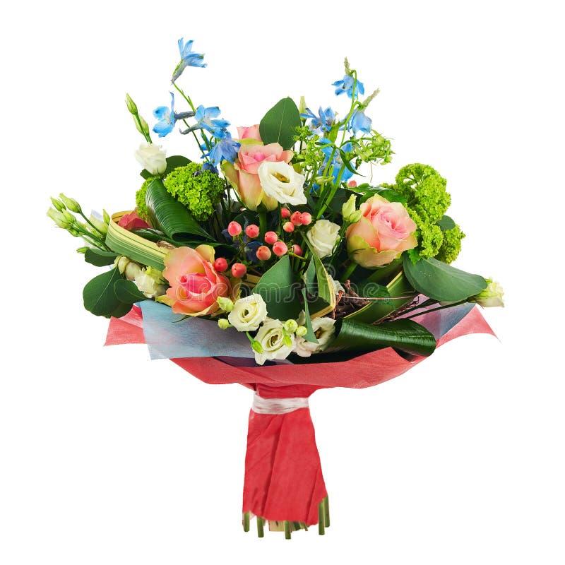 Blühen Sie Blumenstrauß von den multi farbigen Rosen, von der Iris und von anderen Blumen stockfoto