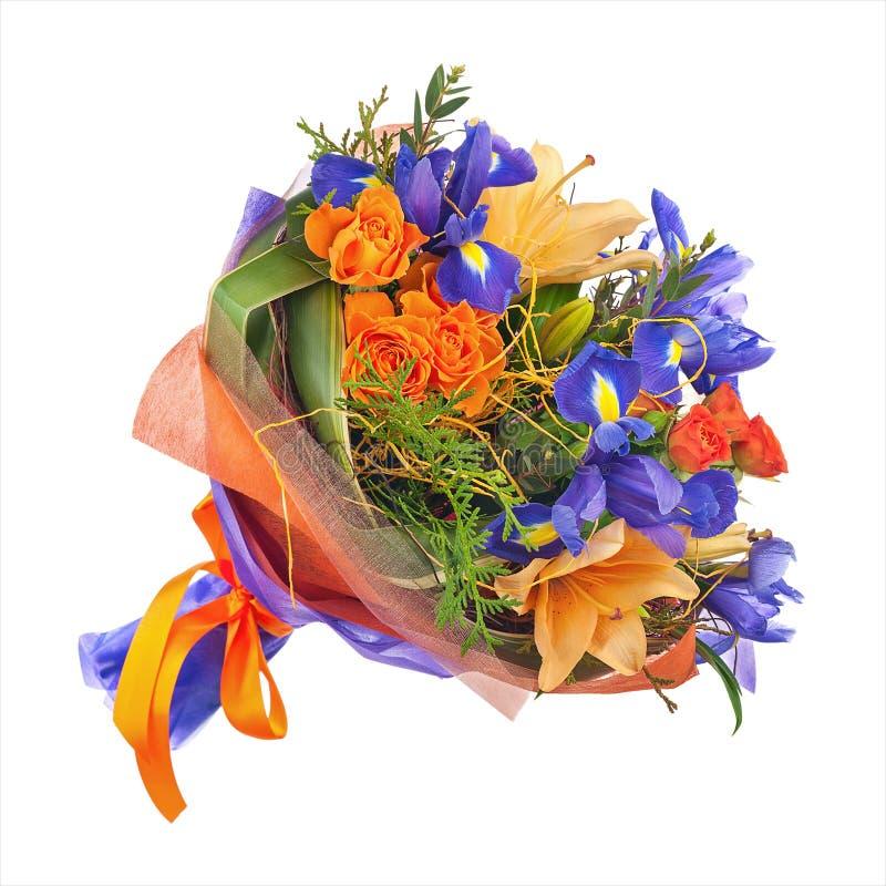 Blühen Sie Blumenstrauß von den Rosen, von den Lilien und von der Iris stockfotografie
