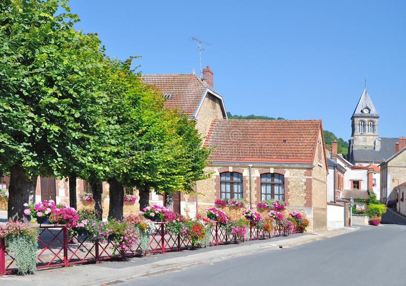 Blühen Sie Dorf nahe Epernay, Champagne-Region, Frankreich lizenzfreie stockfotos