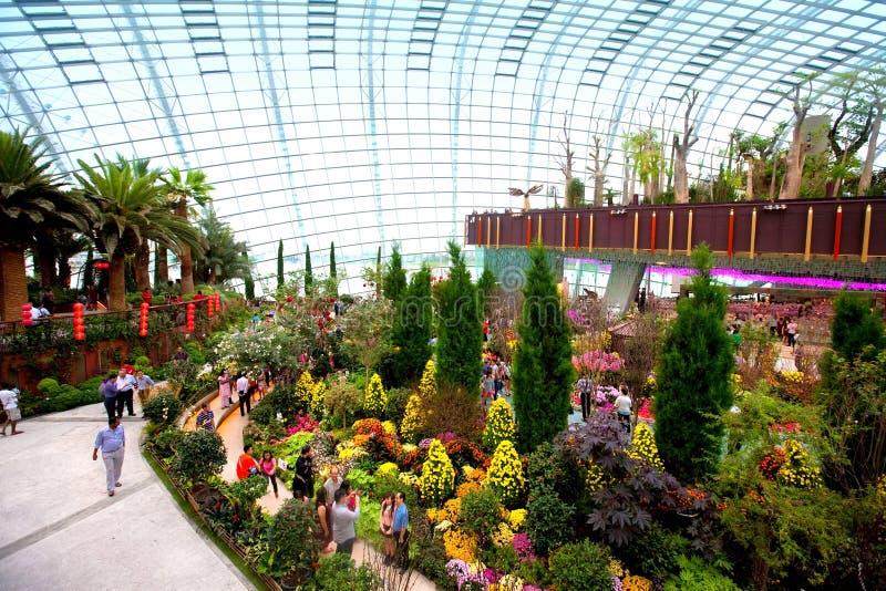 Blühen Sie Haube, eins von zwei Konservatorien innerhalb der Gärten durch die Bucht, Singapur lizenzfreie stockfotografie