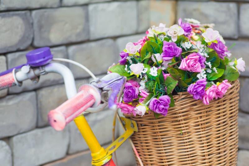 Blühen Sie Korb stockbilder