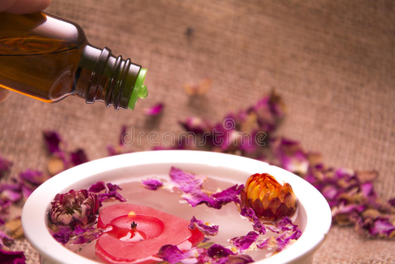 Blüht ätherisches Öl stockbilder