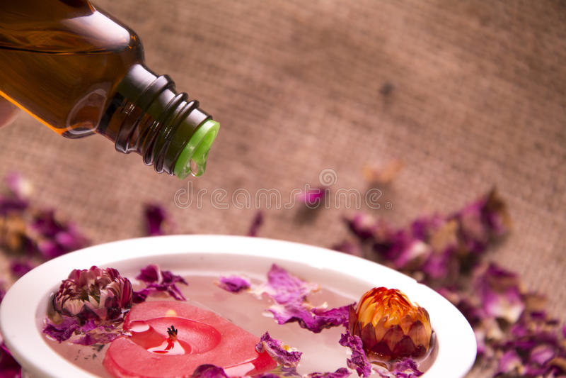 Blüht ätherisches Öl lizenzfreies stockbild