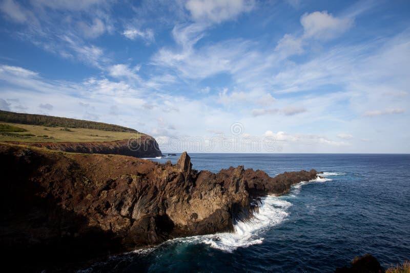 blå linje stenig sky för kusteaster ö under arkivbild