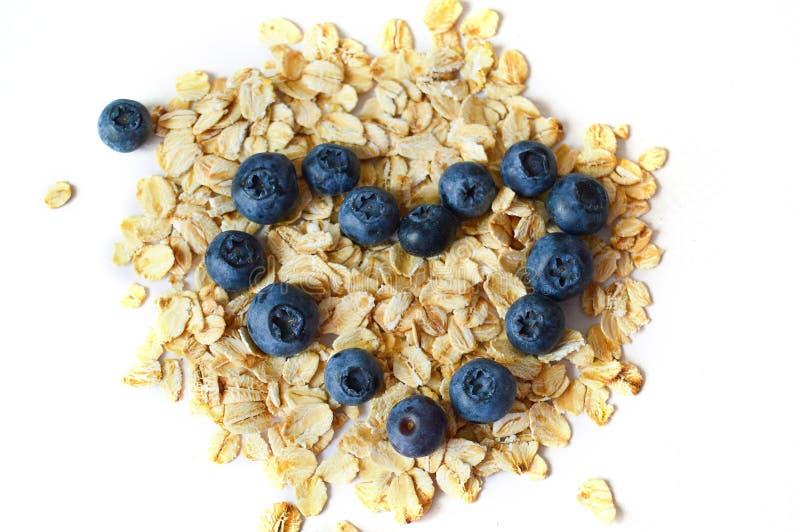 Bl?b?r och oatmeal Begreppet av sund n?ring, bantar royaltyfri fotografi