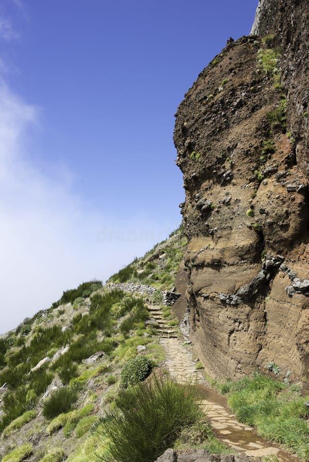 Bl; cielo del ue sul arieiro di pico sull'isola della Madera immagine stock