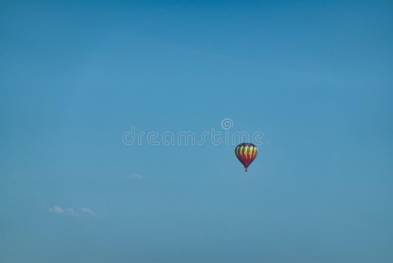 bl? varm sky f?r luftballong arkivbilder