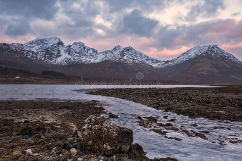 Bla Bheinn, Blaven, восход солнца зимы стоковые фотографии rf