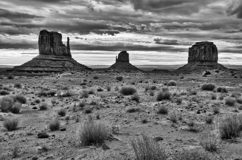 Black&white nebuloso do nascer do sol do vale do monumento foto de stock royalty free