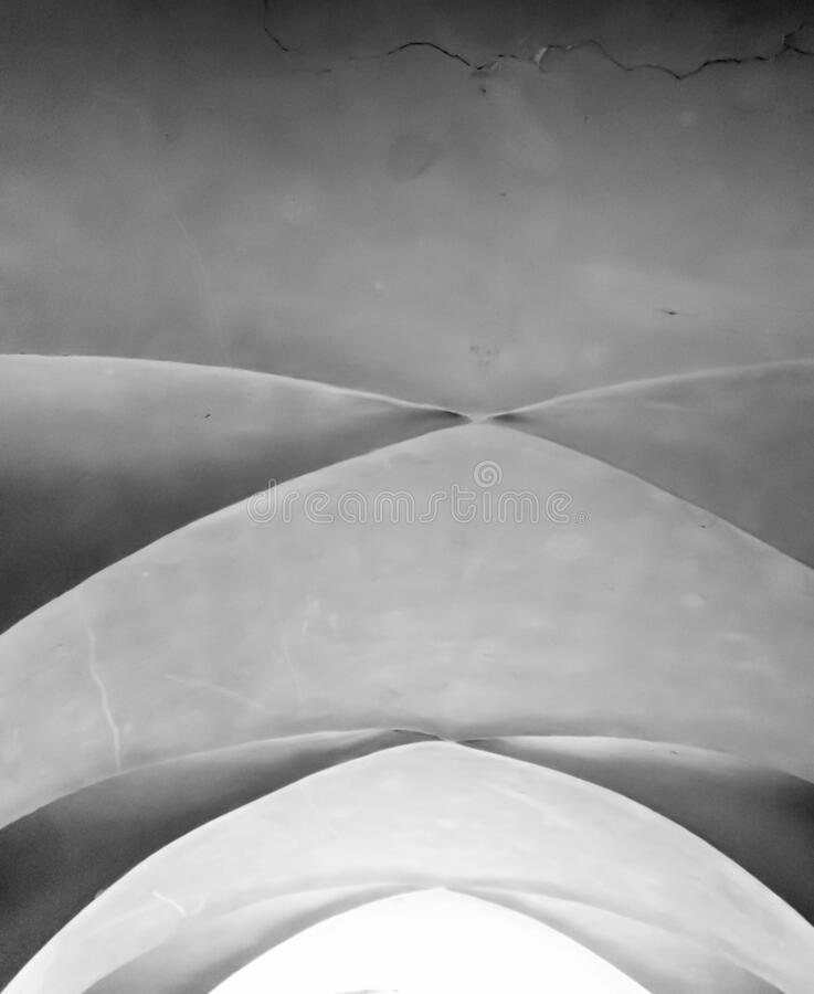 Free Black And White Abstract Image Of Curbed Lines Of Old Stone Ceiling Stock Photos - 173043133