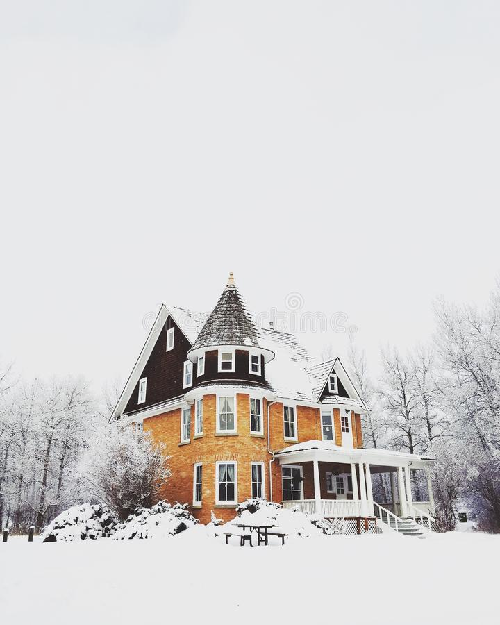Black And Brown House In The Middle Of Snow Free Public Domain Cc0 Image