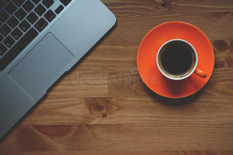 Black Coffee Filled in White Ceramic Mug on Orange Plate royalty free stock photography