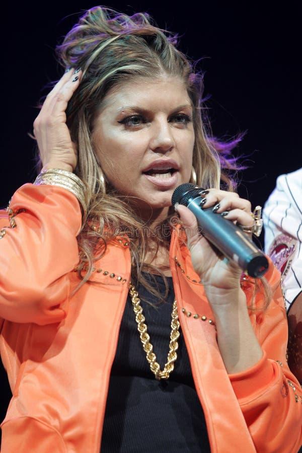 Black Eyed Peas exécutent de concert photographie stock