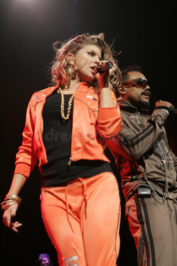 Black Eyed Peas exécutent de concert photo libre de droits