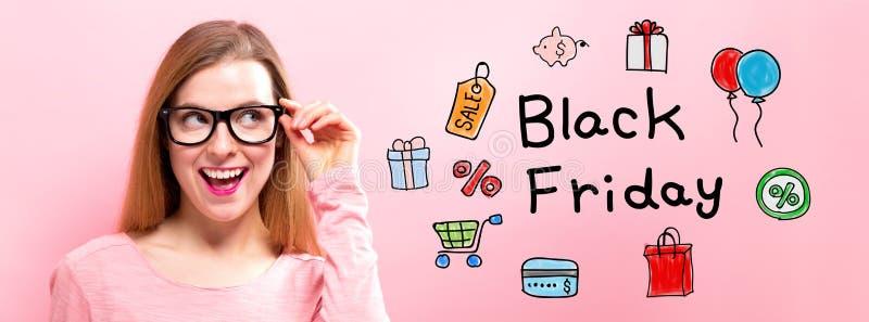 Black Friday avec la jeune femme heureuse photo stock