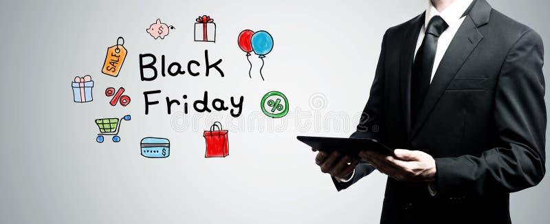 Black Friday con la tableta de la tenencia del hombre fotografía de archivo libre de regalías