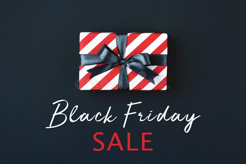 Black Friday-Geschenkbox lizenzfreies stockfoto
