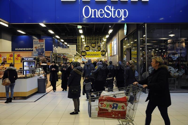 BLACK FRIDAY-KLANTEN BIJ GEBIEDSwinkelcentrum stock foto's
