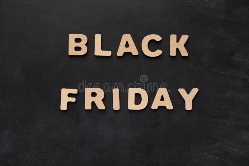 Black Friday a orthographié avec les lettres en bois photographie stock
