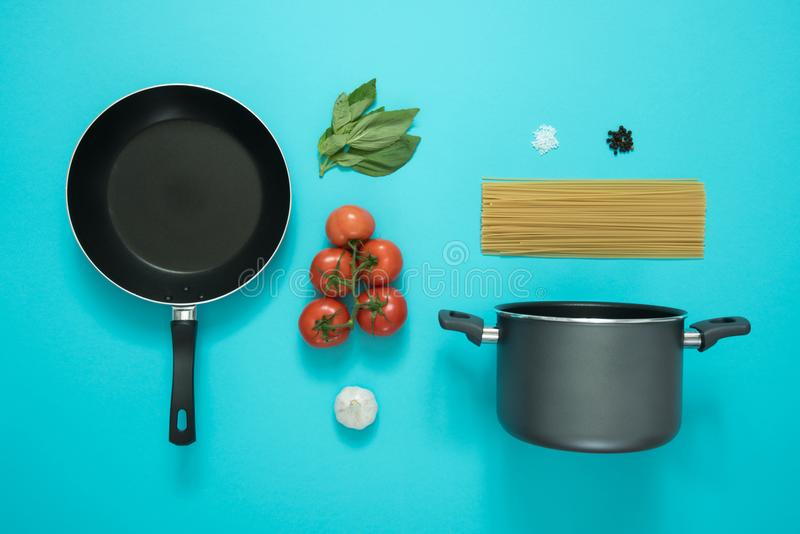 Black and Gray Cooking Pot and Frying Pan With Tomatoes royalty free stock photography