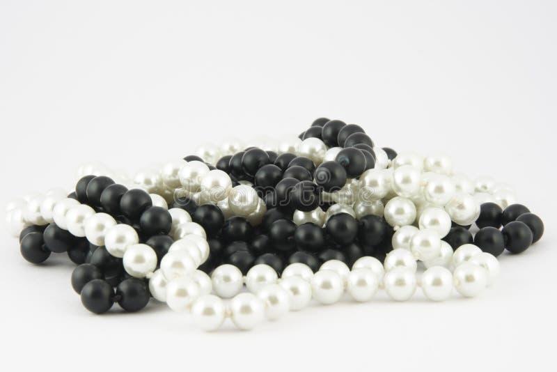 black pryder med pärlor white arkivbild