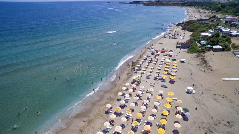 Black Sea strand från ovannämnd flyg- sikt fotografering för bildbyråer