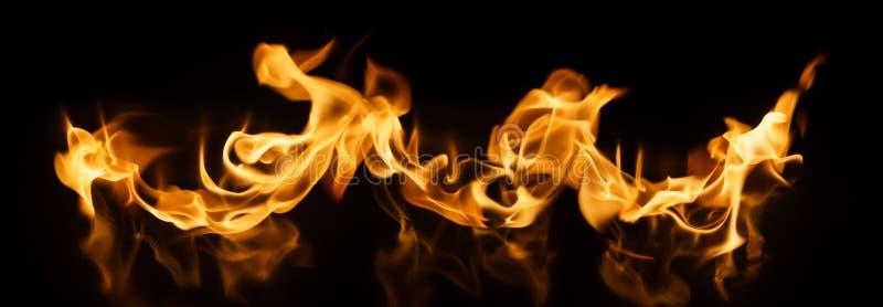 black tła ogień płonący w dobrych głównych miękkiego atrakcj pionowe obraz stock