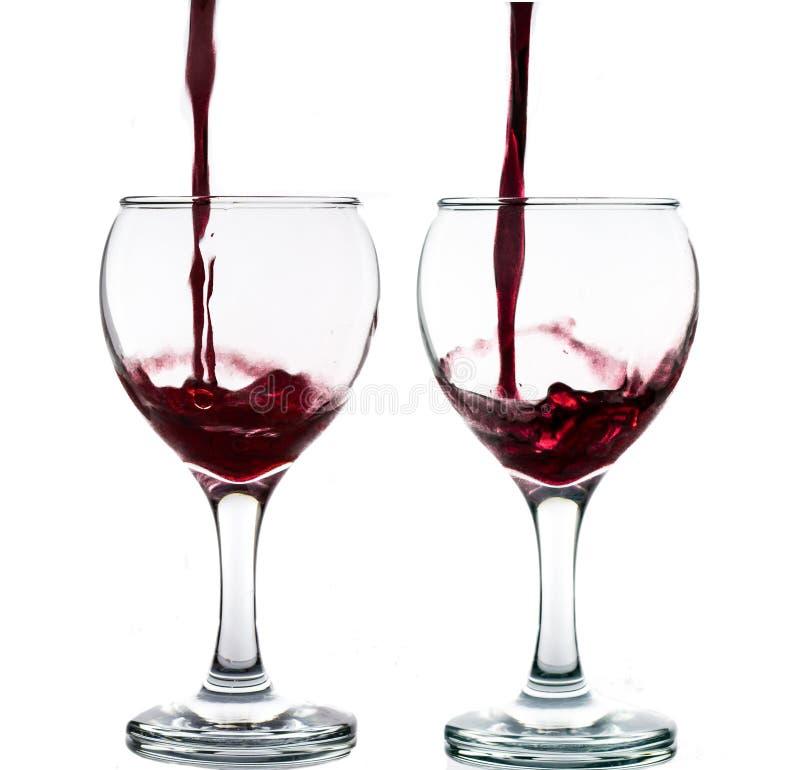 black t?a dolewania pojedynczy kieliszkach wina czerwonego zdjęcie royalty free