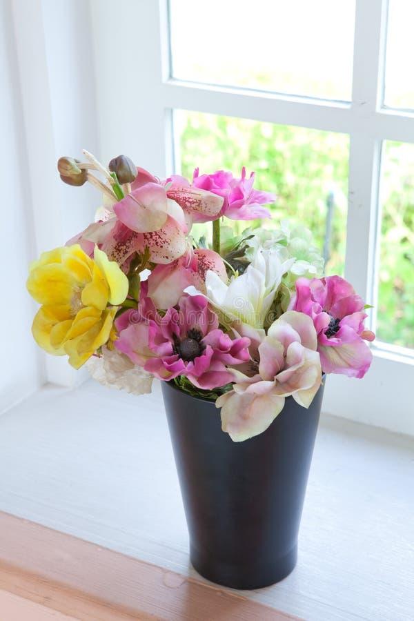 Black vase and flower