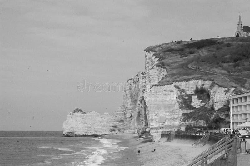 Black and White Etretat, Frankrike arkivbild