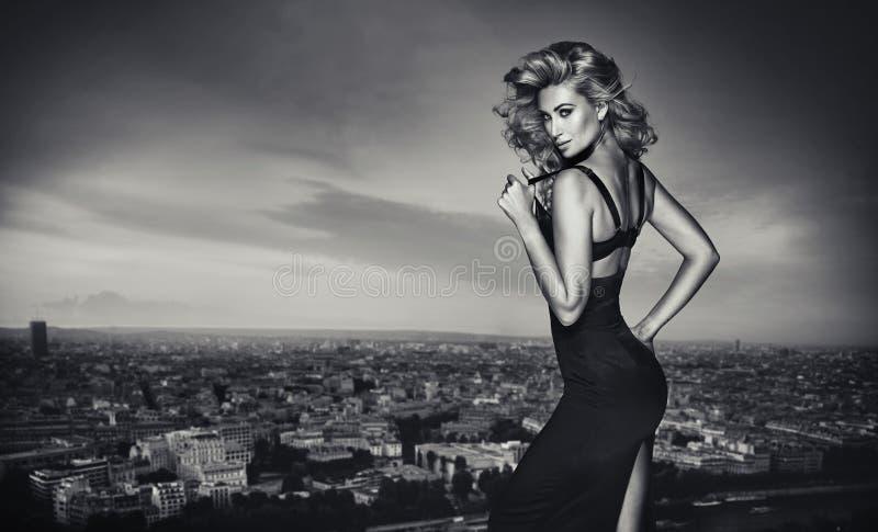 Black&white portret powabna blondynka obraz stock