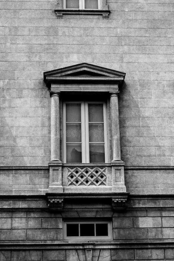 Blacka и белое фото винтажного здания стоковое фото rf