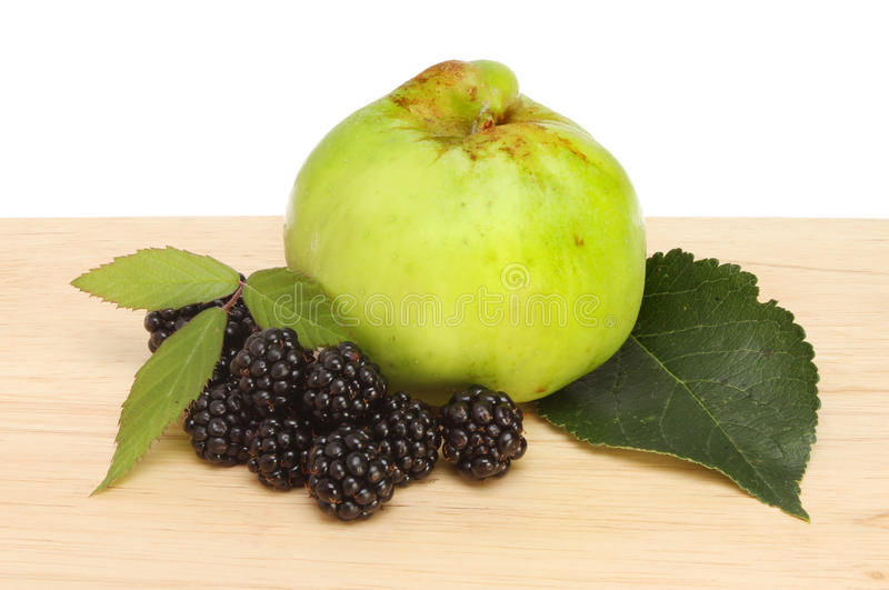 Blackberry και μήλο στοκ εικόνες με δικαίωμα ελεύθερης χρήσης