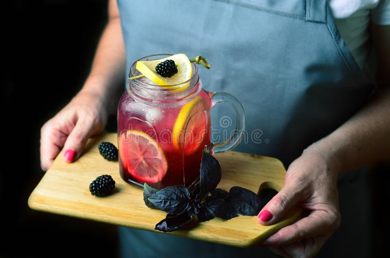 Blackberry Basil Lemonade, royaltyfri fotografi