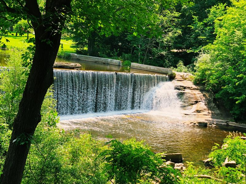 Blackberry River-dammen vid Beckley Iron Furnace royaltyfri bild